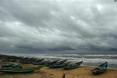 آندھرا پردیش میں طوفان کا خطرہ ، ماہی گیروں کو سمندر سے واپس آنے کا مشورہ