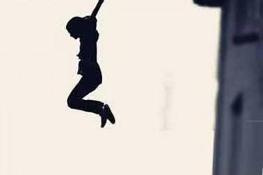 برہنہ ہوکر لڑکی ندی میں کودی، بچانے والوں کے جدوجہد کا ویڈیو ہوا وائرل: دیکھیں