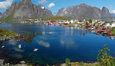 ناروے پہاڑوں سے گھرا ہوا ملک ہے۔ اس ملک میں مئی سے جولائی تک تقریبا 76 دن سورج نہیں ڈوبتا ہے۔ اسے لینڈ آف دی مڈ نائٹ سن بھی کہا جاتا ہے۔ اگر آپ طویل وقت تک روشنی کا لطف اٹھانا چاہتے ہیں تو اس دوران اس ملک کی سیر کر سکتے ہیں۔
