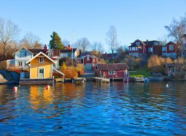 سویڈن ایسا ملک ہے، جہاں آپ آدھی رات کو بھی سورج کی روشنی سے لطف اندوز ہو سکتے ہیں۔ یہاں مئی کے آغاز سے اگست کے آخر تک آدھی رات کو سورج ڈوبتا ہے۔