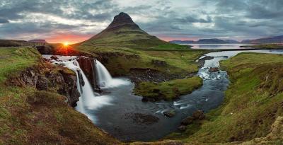 آئس لینڈ میں آپ آدھی رات کو بھی سورج کی روشنی سے لطف اندوز ہو سکتے ہیں۔ یہاں جھرنے، آتش فشاں، گلیشيرس اور فطرت کے خوبصورت نظارے آپ کا دل موہ لیں گے۔ 10 مئی سے جولائی کے آخر تک سورج نہیں ڈوبتا۔