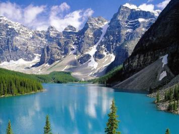 کینیڈا میں گرمی کے موسم میں 50-50 دنوں تک سورج نہیں ڈوبتا۔ یعنی یہاں بھی رات کا اندھیرا دیکھنے کو نہیں ملتا ہے۔