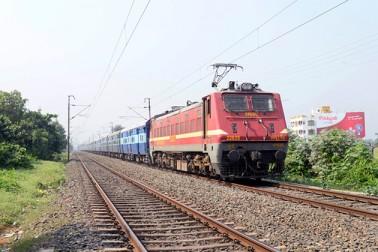 ریلوے نے اپنے ریزرویشن فارم میں کچھ تبدیلیاں کی ہیں، جس کے تحت اب کاونٹر سے ٹکٹ بک کرانے والے مسافرین بھی ٹرینوں کی اس متبادل اسکیم کا فائدہ اٹھا سکیں گے ، جس کی سہولیت ابھی تک صرف ان مسافروں کو دستیاب ہے جو انٹرنیٹ کے ذریعہ ٹکٹ بک کراتے ہیں۔