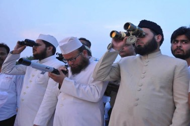 سعودی عرب سمیت متحدہ عرب امارات اور خلیجی ممالک میں پہلا روزہ ہفتہ سے ، ہندوستان میں لوگوں سے چاند دیکھنے کی اپیل