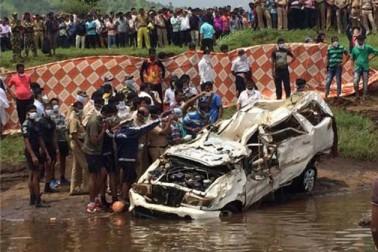 سلطانپور میں باراتيوں کی کار نہر میں پلٹی، چار افراد ہلاک، سات زخمی