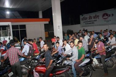 لوک سبھا الیکشن ختم ہوتے ہی بڑھ گئیں پٹرول۔ ڈیزل کی قیمتیں، جانیں آج کی قیمت