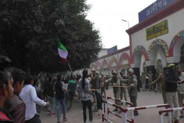 اے ایم یو طلباء، اکھل بھارتیہ ودیارتھی پریشد اور بی جے پی کے ساتھ ہی آرایس ایس کے خلاف نعرے بازی کرتے ہوئے یونیورسٹی لائبریری سے نکلے۔