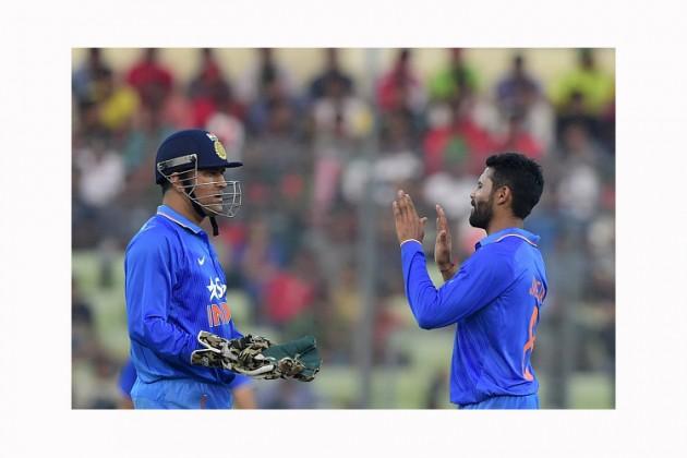 دھونی بنیادی طور پر: وکٹ کیپر ہیں۔  وہ بھارتی کرکٹ کی تاریخ میں وکٹ کے پیچھے سب سے زیادہ کیچاوراسٹمپنگ کا ریکارڈ رکھتے ہیں۔ دھونی نے اپنے کرکٹ کیریئر میں 567 شکار پکڑے ۔ جو دنیا میں تیسرے نمبر پر ہے۔