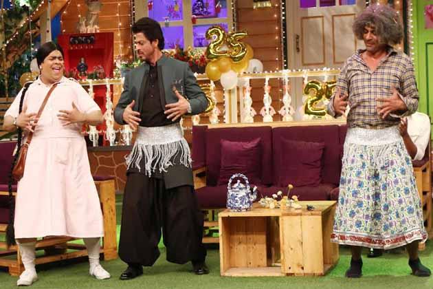 شاہ رخ خان نے كيكو شاردا اور سنیل گروور کے ساتھ جم کر مستی کی۔