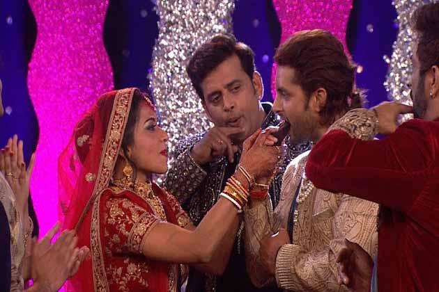 مونا اور وكرانت کی شادی میں شامل ہونے کے لئے خاص طور پر بھوجپوری فلموں کے سپر اسٹار روی کشن بھی پہنچے۔