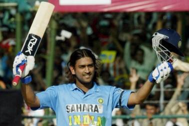 اس تصویر کو کون بھلا سکتا ہے؟ جب دھونی نے سری لنکا جیسی ٹیم کے خلاف طوفانی 183 رنز کی ناقابل شکست اننگز کھیلی۔