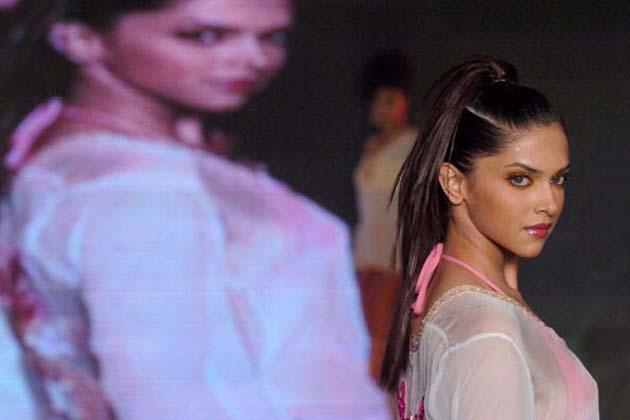 اس فلم کے لیے دیپکا کو فلم فیئر کی طرف سے بہترین اداکارہ کا ایوارڈ دیا گیا۔ 2008 میں دیپکا کی فلم '' بچنا اے حسینوں ''ریلیز ہوئی۔ اس فلم میں دیپکا کی جوڑی رنبیر کپور کے ساتھ تھی۔