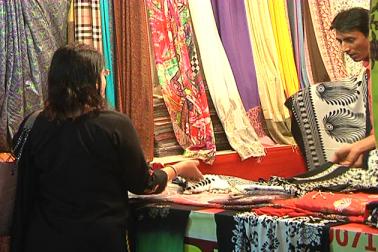 اس سال نمائش میں ملک کے مختلف حصوں سے آئے  تاجروں  کی ڈھائی ہزار دکانیں لگائی گئی  ہیں جس میں  تین سو دکانیں کشمیریوں کی ہیں ۔