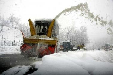 شمالی کشمیر میں واقع شہرہ آفاق سیاحتی مقام گلمرگ میں بھی گذشتہ رات رواں موسم کی سرد ترین رات ریکارڈ کی گئی جب وہاں کم سے کم درجہ حرارت منفی 14 اعشاریہ 4 ڈگری ریکارڈ کیا گیا۔