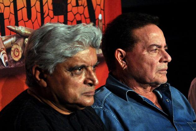 """ممبئی میں جاوید اختر کی ملاقات سلیم خان سے ہوئی جو فلم انڈسٹری میں بطور مکالمہ نگار اپنی شناخت بنا رہے تھے۔ اس کے بعد وہ اور سلیم خان مشترکہ طور پر کام کرنے لگے۔ سال 1970 میں آئی فلم """"انداز """" کی کامیابی کے بعد وہ کچھ حد تک بطور ڈائیلاگ رائٹرز فلم انڈسٹری میں اپنی شناخت بنانے میں کامیاب ہو گئے۔"""