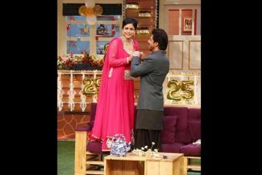 سمونا چکرورتی کے ساتھ شاہ رخ خان۔