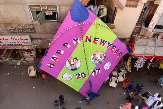 گجرات کے احمد آباد میں نئے سال کا جشن ۔