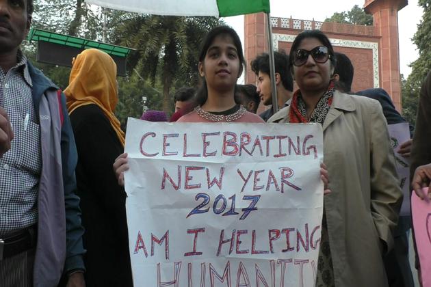 یہاں کے طلبہ نے نئے سال کی خوشیوں کو سماج کے پسماندہ طبقات کے ساتھ شیئر کیا ۔