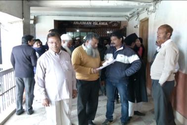 طے شدہ پروگرام کے تحت کاغذات نامزدگی کی تاریخ کے آخری دن کمیٹی کے مختلف عہدوں کے لئے مجموعی طور پر 98 لوگوں نے کاغذات داخل کئے۔