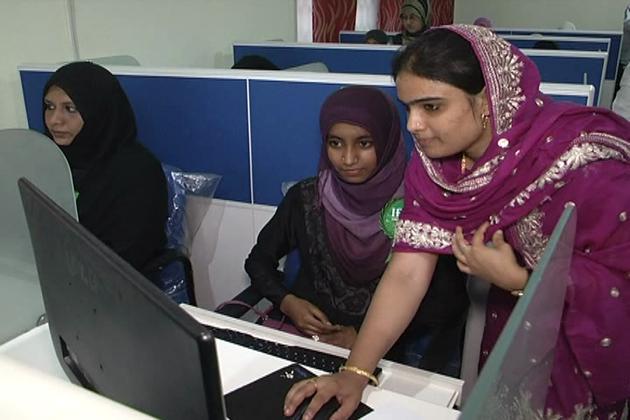 مسلم لڑکیوں کو حجاب کے ساتھ ملازمت اختیار کرنے کا مشورہ