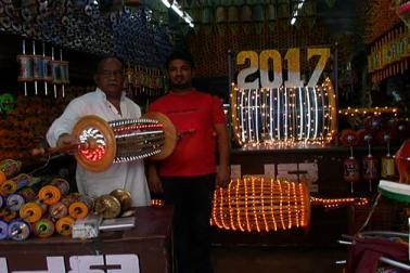 اس سلسلے میں سلیم کا کہنا ہے کہ گجرات میں اس تہوار کو ہندواور مسلم برادری کے لوگ ایک ساتھ مناتے ہیں ۔ اسلئے قومی اتحاد کا پیغام دینے والی پھر کی بنائی ہے۔