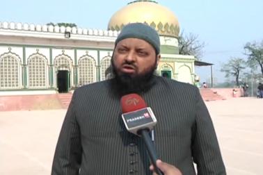 وہیں، لکھنؤ کی تاریخی مسجد ٹیلے شاہ کے پیش امام مولانا فضل المناّن کا کہنا ہے کہ  کوئی بھی سیاسی اپیل انفرادی طور پر نہیں بلکہ مسلم دانشوروں کے آپسی اتفاق رائے سے اجتماعی طورپر ہونی چاہئے تاکہ فرقہ پرست طاقتوں کو شکست دی جا سکے۔