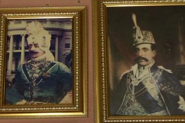 ملک کی تاریخ میں مرشدآباد کو تاریخی مقام حاصل ہے ۔ اورنگ زیب کے زمانہ میں مرشد قلی خان کو یہاں کا گورنر بناکر بھیجا گیا تھا۔ اس وقت اس شہرکا نام مقصود باغ تھا ، جو بعد میں مرشدقلی خان کے نام پرمرشدآباد کے نام سے مشہور ہوا۔