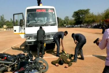 ناندیڑ میںاسکولی طلبہ کے لیے پولیس نے ہتھیاروں کی نمائش کا کیا اہتمام