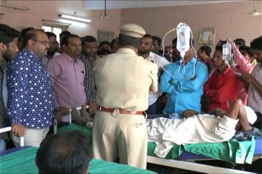 پولیس انتظامیہ نے اس معاملہ میں اب تک نانل پیٹ پولیس اسٹیشن کے پولیس انسپکٹر اور تین پولیس اہلکاروں کو معطل کیا ہے ۔
