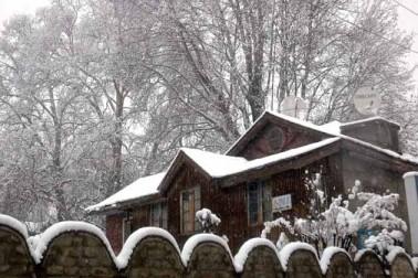 کشمیر یونیورسٹی کے ایک ترجمان نے بتایا کہ یونیورسٹی کو طلباء کی جانب سے برف باری کی پیشن گوئی کے پیش نظر امتحانات ملتوی کرنے سے متعلق نمائندگیاں موصول ہوئیں۔
