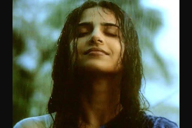 ودیا کے لئے فلموں میں کیریئر بنانے کی راہ آسان نہیں تھی۔ ملیالم اور تامل فلم دنیا میں کئی مرتبہ قسمت آزمانے کے بعد بھی وہ ناکام رہیں۔
