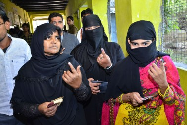 سب سے زیادہ ووٹر 8،65،658 صاحب آباد اسمبلی حلقہ میں تھے جبکہ سب سے کم ووٹر جلیسر اسمبلی حلقہ میں 2،80،441 رجسٹرڈ ہیں۔ انتخابی مراکز کی تعداد 14،514 تھی۔
