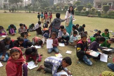 سماجی کارکن برکھا ورشا اور ان کی ٹیم نے بچوں کے لئے کئی طرح کے مقابلوں کا انعقاد کیا۔ اس میں سے ایک پینٹنگ مقابلہ بھی تھا۔