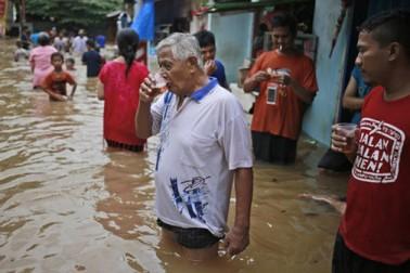 ریلیف ایجنسی کے مطابق شہر کے نالوں میں بھاری بارش کے پانی کو روک نہیں پائے اور پانی سڑکوں پر بہنے لگا۔ بتایا جا رہا ہے کہ بہت سی ندیاں خطرے کے نشان سے اوپر بہہ رہی ہیں۔ معمولات زندگی درہم برہم ہو گئے ہیں۔