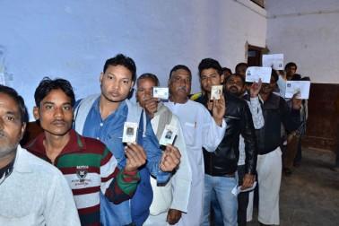 ریاستی الیکشن کمیشن کے ذرائع نے بتایا کہ ابتدائی اطلاعات کے مطابق ووٹنگ ختم ہونے کے وقت شام پانچ تک 65 فیصد سے زیادہ لوگوں نے اپنے ووٹ ڈال لئے تھے۔