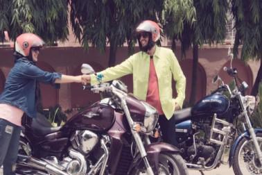 روشنی ونڈچیجرس اور دہلی رائل انفيلڈ رائیڈرز جیسے گروپ کی ممبر ہیں۔ جب ان کے پاس اوینجر موٹر سائیکل تھی، تب وہ بجاج اوینجرس کلب کا بھی حصہ رہ چکی ہیں۔ غازی آباد کی رہنے والی روشنی بتاتی ہیں کہ وہ دہلی کے باكرنی گروپ کی سب سے کم عمر کی بائیکر ہیں۔ اس کے ساتھ ہی ان گروپس میں میں مسلم گرل بائیکر بھی ہوں۔