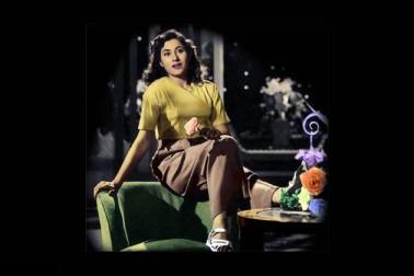 بامبے ٹاکیز کی مالکن دیویکا رانی مدھوبالا کی اداکاری سے کافی متاثر ہوئیں۔ دیویکا نے ہی ان کا نام مدھوبالا رکھا تھا۔