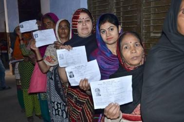 ذرائع نے بتایا کہ بڑوت کے لوين گاؤں میں ووٹ ڈالنے کے مسلئے پر قومی لوک دل (آر ایل ڈی) کے کارکنوں کے ساتھ کچھ ووٹروں کی نوک جھونک ہوئی، وہیں متھرا کے ماٹھ علاقہ کے ایک انتخابی مرکز پر ترقیاتی کاموں کے فقدان کی وجہ سے ووٹروں نے الیکشن کا بائیکاٹ کیا جبکہ فیروز آباد کے ناگلا میں بھی ووٹنگ کا بائیکاٹ کیا گیا۔