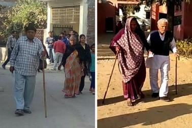 الہ آباد کے چک منڈیرا میں ووٹ ڈالنے جاتے معمر شہری، وہیں ہمیر پور میں معمر جوڑا ووٹنگ کے لئے جاتا ہوا۔