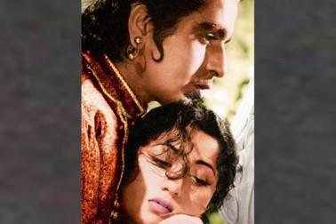 فلموں کے ساتھ ساتھ مدھوبالا کے افیئر کی خبریں بھی آتی رہیں، کئی ڈائریکٹر اور ایکٹر کے ساتھ مدھوبالا کا نام جڑا۔