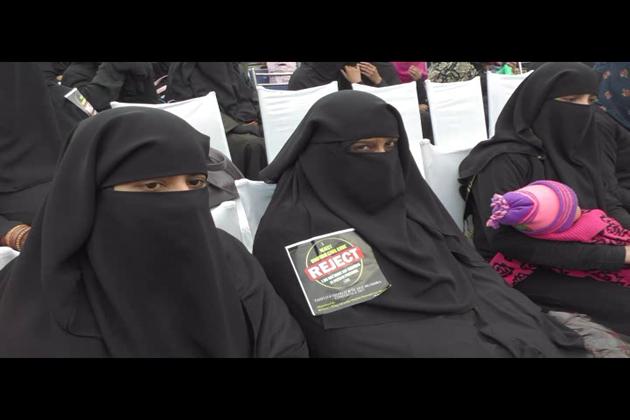 انھوں نے خواتین سے گذارش کی کہ وہ شریعت اسلامی پر مکمل ایقان رکھیں۔ اسکے نفاذ اور تحفظ کیلئے اپنی جان دینے کو تیار رہیں۔ مسلم خواتین شریعت میں کسی بھی قسم کی تبدیلی کو ہرگز برداشت نہیں کرسکتیں۔