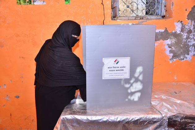 مظفرنگر، شاملی، میرٹھ، علی گڑھ اور آگرہ جیسے حساس اضلاع کی وجہ سے اس مرحلے کے انتخابات کو پرامن طریقے سے انجام دینے کے لئے تقریبا دو لاکھ سکیورٹی اہلکاروں کو تعینات کیا گیا تھا۔
