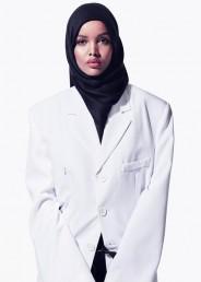 حلیمہ امریکی فیشن مقابلہ کی تاریخ میں پہلی ایسی ماڈل ہیں ،جو حجاب پہن کر  کیٹ واک کرتی ہیں۔