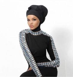 عموما ماڈلس کو اپنے پهناو سے سمجھوتہ کرنا پڑتا ہے، لیکن حلیمہ پہلی ایسی مسلم ماڈل ہیں ، جنہوں نے اپنے پہناوے کے ساتھ کبھی سمجھوتہ نہیں۔ ریمپ واک کے دوران وہ حجاب کے علاوہ اپنی گردن تک کے کپڑے پہنتی ہیں۔