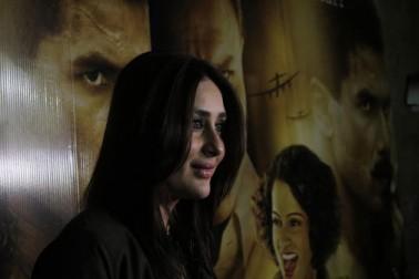زچگی کے بعد اداکارہ کرینہ کپور خان اپنے شوہر سیف علی خان کی آنے والی فلم رنگون کے پریمیئر میں پہنچیں۔ اس فلم میں سیف کے ساتھ ساتھ شاہد کپور اور کنگنا رناوت بھی ہیں۔ (تصاویر-يوگین شاہ)۔