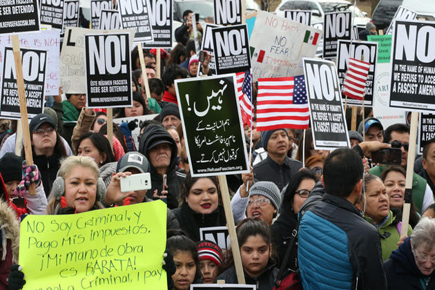 صدر ڈونالڈ ٹرمپ کی امیگریشن پالیسیوں کے خلاف احتجاج میں پورے امریکہ میں تارکین وطن نے کاروبار بند رکھے اور طلبہ کلاسوں میں نہیں گئے ۔ نیز ہزاروں مظاہرین سڑکوں پر نکل آئے۔ کارکنوں نے مہاجروں کے بغیر ایک دن منایا ۔ تاکہ غیر ممالک میں پیدا ہوئے لوگوں کی اہمیت اجاگر ہو جو امریکی آبادی کا 13 فی صد ہیں۔ یعنی امریکہ میں 4 کروڑ ایسے لوگ ہیں جنہوں نے امریکی شہریت اختیار کی ہے۔