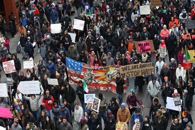 جنوبی کیلی فورنیا میں اجناس فروشی کی چین نے اپنے 41 اسٹورز کے ملازمین کو اجازت دی کہ وہ کام کے اوقات میں احتجاج پر چلے جائیں ان کی اجرت نہیں کاٹی جائے گی۔