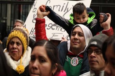کولمبیا میں چار پزا ریسٹورنٹ کی مالکن 57 سالہ روتھ گریسر نے کہا ''جہاں تک میں جانتی ہوں میرے تمام تارکین وطن ملازمین نے ایک دن کی چھٹی لی ہے۔''