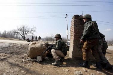 جنوبی کشمیر میں جنگجوؤں کے حملے میں 3 فوجی ہلاک، کراس فائرنگ میں ایک مقامی خاتون کی موت