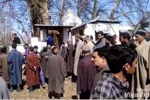 کشمیری پنڈت برادری کا اس مذہبی تہوار 'مہاشیوراتری یا ہیرتھ' کو منانے کا طریقہ بالکل مختلف ہے۔